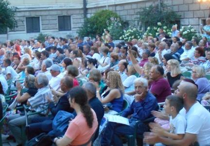 Част от публиката